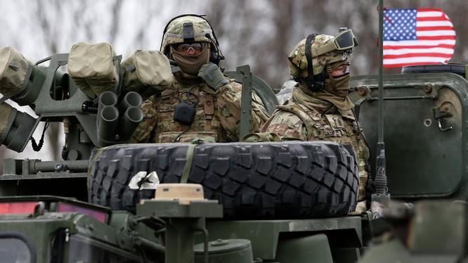 Binh sĩ NATO tập trận