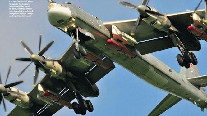 Máy bay ném bom chiến lược Tu-95 mang tên lửa hành trình tầm xa Kh-101 của Nga vừa thực hiện đòn không kích phiến quân Syria