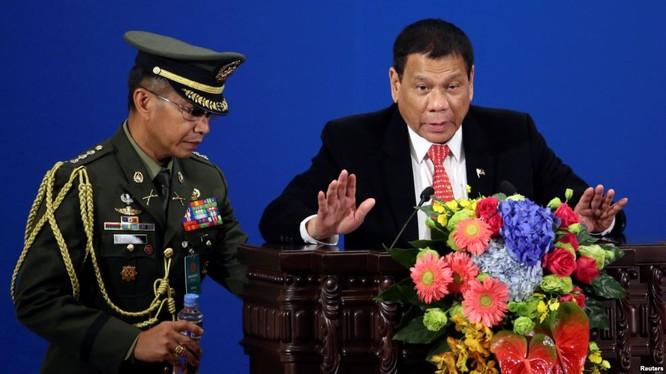Ông Duterte trong chuyến thăm Trung Quốc hồi tháng 10 vừa qua