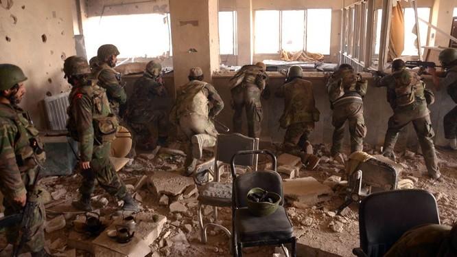 Binh sĩ Syria chiến đấu ở Aleppo