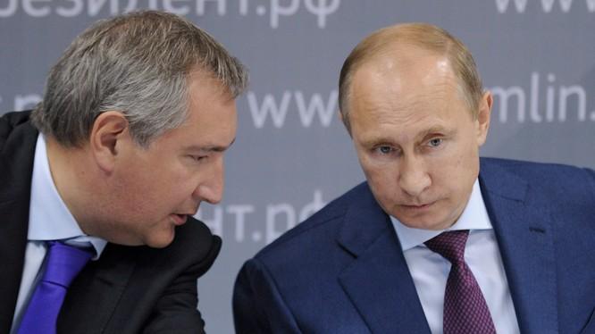 Tổng thống Putin và phó thủ tướng Dmitry Rogozin