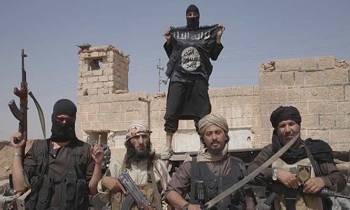 IS đã nhanh chóng tập hợp 4.000 tay súng bất ngờ tái chiếm thành cổ Palmyra