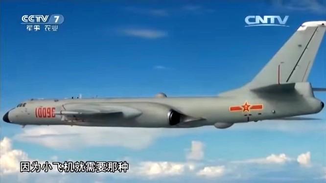 Trung Quốc khoe hình ảnh H-6K tuần tra chiến đấu