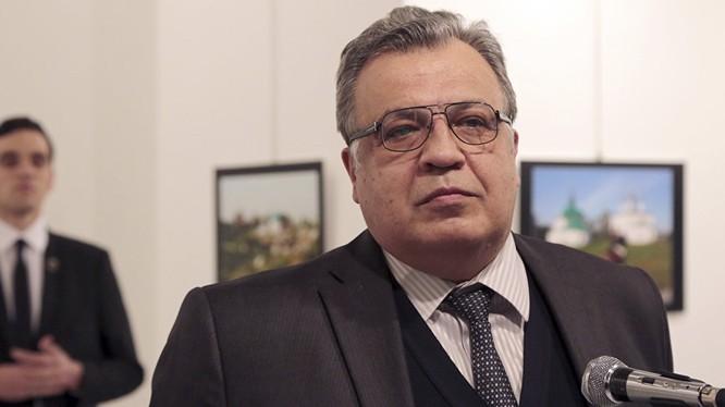 Đại sứ Karlov trước khi bị ám sát