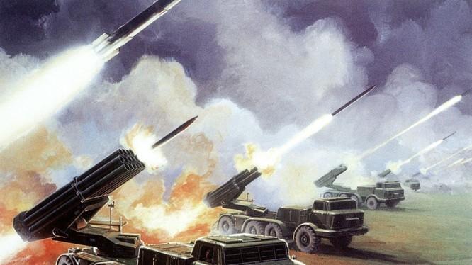 Pháo phản lực Uragan của Nga khai hỏa trong một cuộc tập trận