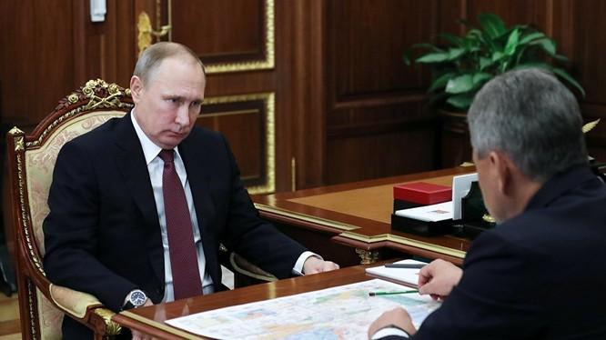 Bộ trưởng Shoigu báo cáo tình hình với tổng thống Putin