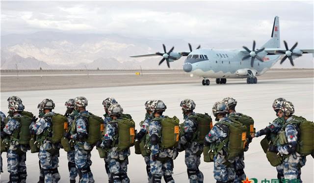 Binn sĩ Trung Quốc trong một cuộc tập trận đường không