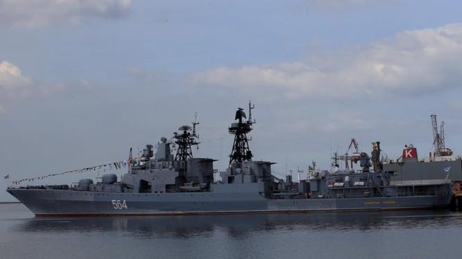 Khu trục hạm Đô đốc Tributs thăm Philppines ngày 3/1