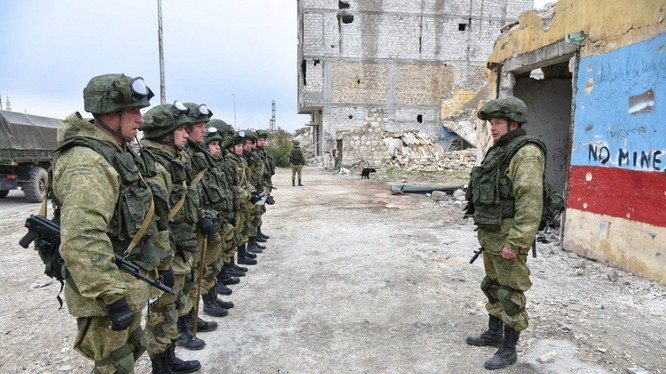 Công binh Nga làm nhiệm vụ tháo gỡ bom mìn tại Aleppo sau khi thành phố này được giải phóng