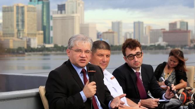 Đại sứ Nga tại Manila Igor Khovaev