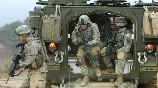 Binh sĩ NATO trong một cuộc tập trận ở Đông Âu