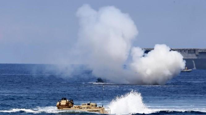 Hải quân Nhật Bản diễn tập trên biển