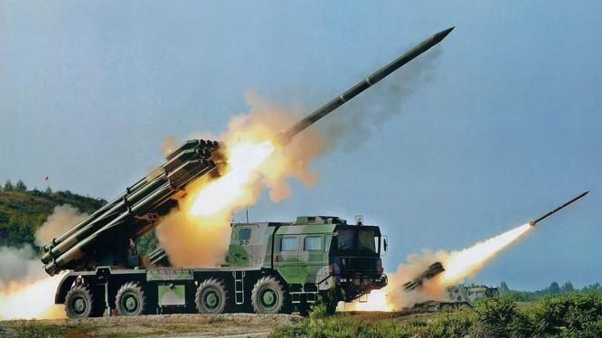 Pháo phản lực phóng loạt Tornado của Nga khai hỏa trong cuộc tập trận