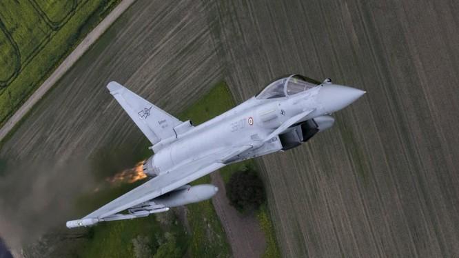 Tiêm kích Typhoon của không quân Ý làm nhiệm vụ trên không phận khu vực Baltic