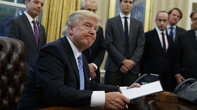 Ông Trump gây tranh cãi với sắc lệnh cấm nhập cảnh người Hồi giáo 7 nước
