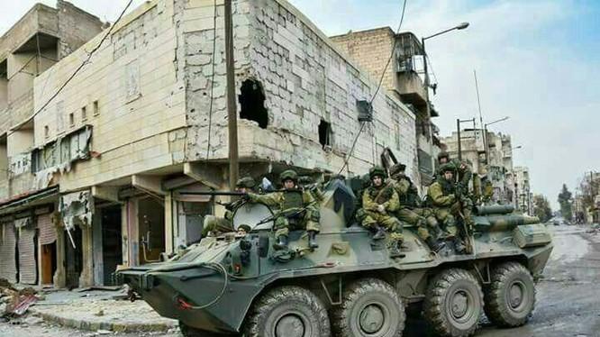 Binh sĩ Nga làm nhiệm vụ tại chiến địa Aleppo sau khi hoàn toàn giải phóng khỏi tay phiến quân