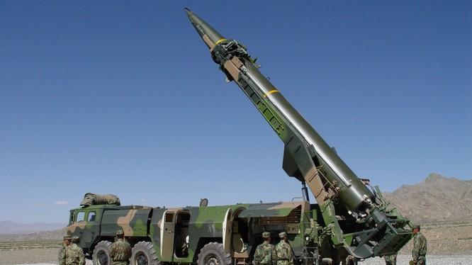 """Tên lửa đạn đạo DF-21 của quân đội Trung Quốc được khoe là """"sát thủ diệt hạm"""""""