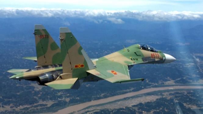 Chiến đấu cơ Su-30MK2 của không quân Việt Nam bay tuần tra