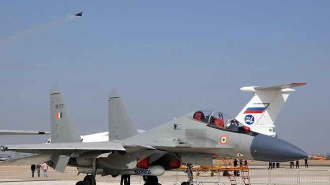 Chiến đấu cơ Su-30 lắp tên lửa Brahmos