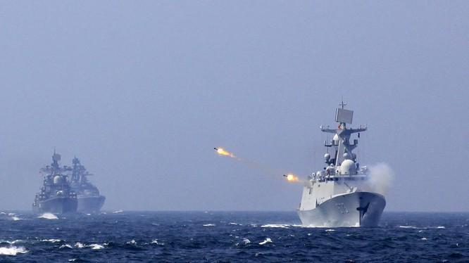 Chiến hạm Trung Quốc tập trận bắn đạn thật trên biển