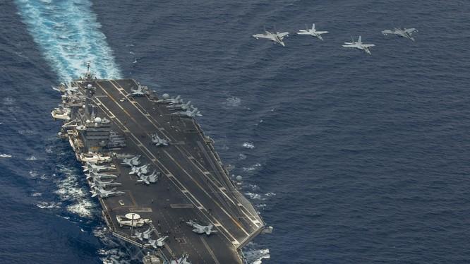 Cụm tác chiến tàu sân bay USS Carl Vinson đang tuần tra trên Biển Đông