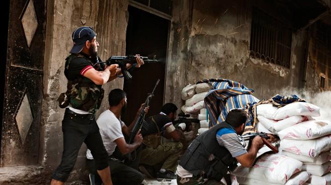 Syria đang có hàng trăm nhóm phiến quân khác nhau đang chống lại chính quyền và đánh lộn lẫn nhau