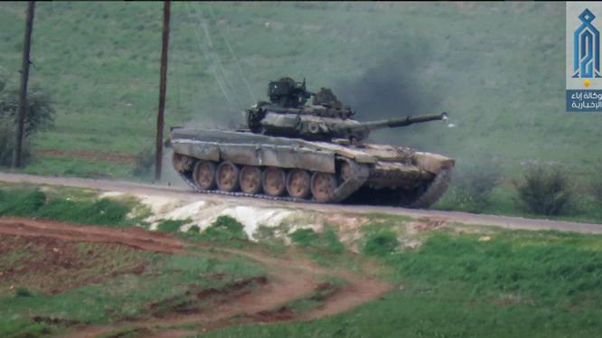 Chiếc xe tăng T-90 Nga của quân đội Syria bị phiến quân chiếm làm chiến lợi phẩm