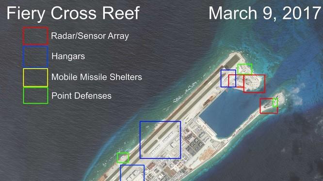 Cận cảnh Đá Chữ Thập đã bị Trung Quốc bồi lấp, xây đảo nhân tạo trái phép với đường băng và các công trình quân sự tại quần đảo Trường Sa. Khu vực màu đỏ là nơi bố trí các hệ thống radar. Khu vực màu xanh dương là nhà chứa máy bay; Khu màu vàng xây dựng c