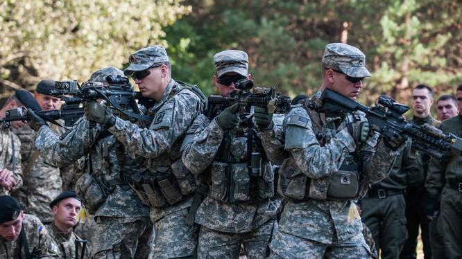 Cố vấn quân sự Mỹ huấn luyện cho binh sĩ Ukraine