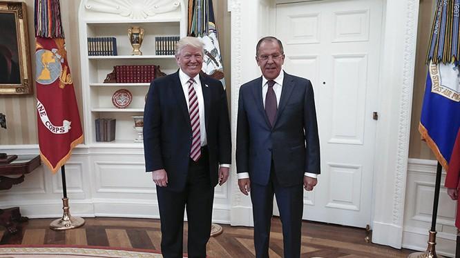 Nước Mỹ lại một phen rúng động về nội dung cuộc gặp giữa tổng thống Trump và ngoại trưởng Nga Lavrov