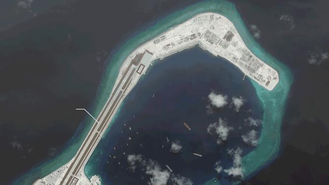 Đá Subi đã bị Trung Quốc bồi lấp, xây dừng thành đảo nhân tạo phi pháp với đường băng, nhà chứa máy bay và các công trình quân sự kiên cố