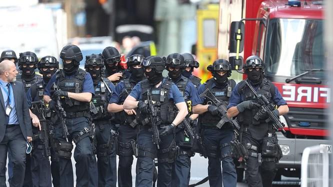 Cảnh sát vũ trang tuần tra trên đường phố London sau loạt vụ tấn công khủng bố ngày 4/6