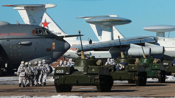 Binh sĩ quân đội Nga trong một cuộc diễn tập thực binh