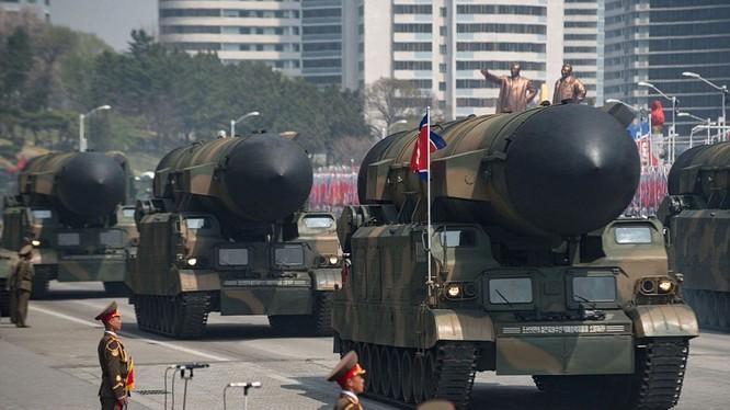 Dàn tên lửa đạn đạo của Triều Tiên trong lễ duyệt binh lịch sử hồi tháng 5/2017
