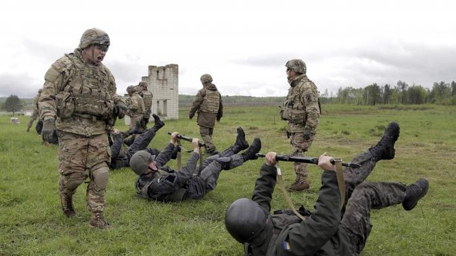 Cố vấn quân sự Mỹ huấn luyện binh sĩ Ukraine