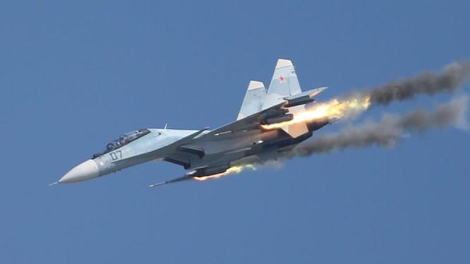 Chiến đấu cơ Nga phóng rocket diệt mục tiêu