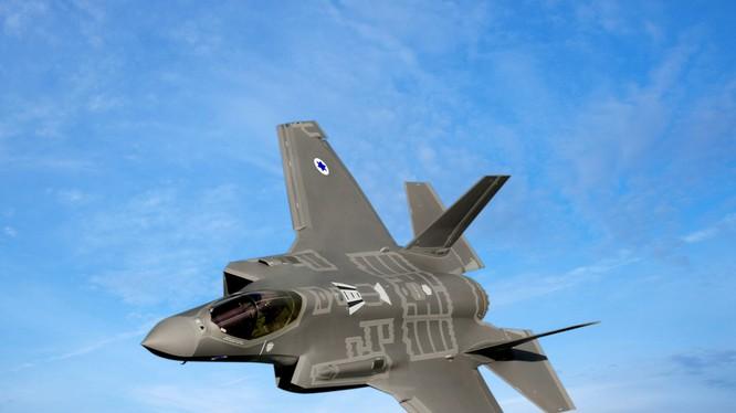 Đang dấy lên nghi vấn siêu tiêm kích F-35 của không quân Israel đã bị tên lửa S-200 Syria đánh trúng, trong khi phía Israel nói máy bay bị va chạm với chim