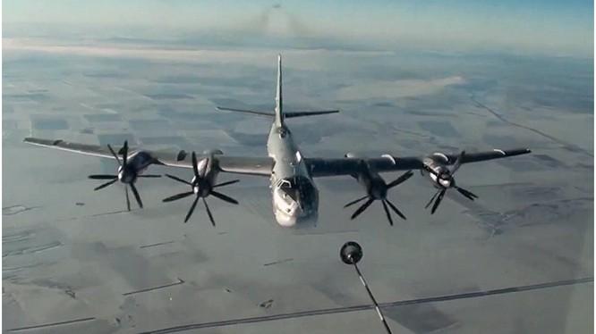 Máy bay ném bom chiến lược Tu-95 của Nga