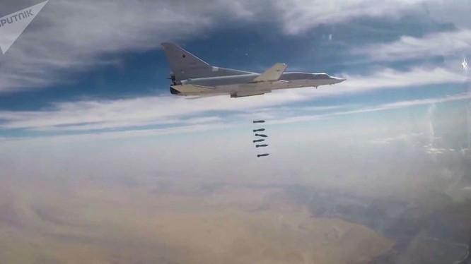 Máy bay ném bom chiến lược Tu-22M3 của không quân Nga tấn công mục tiêu khủng bố