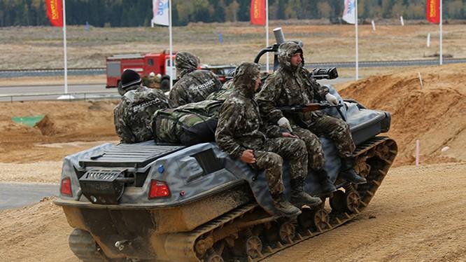 Một robot chiến đấu chở quân của Nga