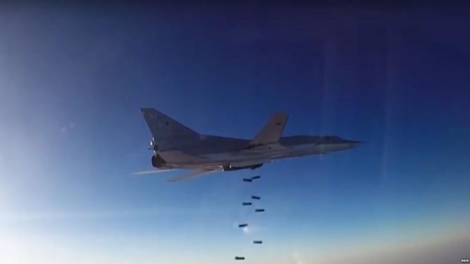 Máy bay ném bom chiến lược Tu-22M3 ném bom diệt mục tiêu tại Syria
