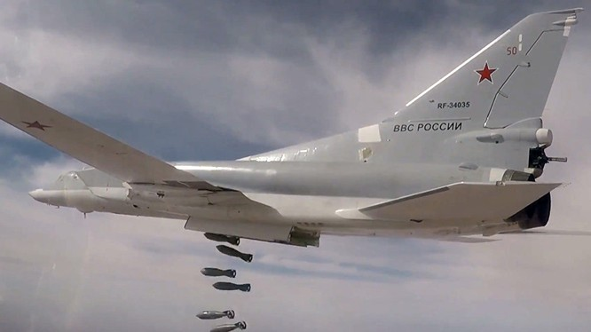 Máy bay ném bom chiến lược Tu-22M3 của Nga dội bom diệt mục tiêu khủng bố tại Syria