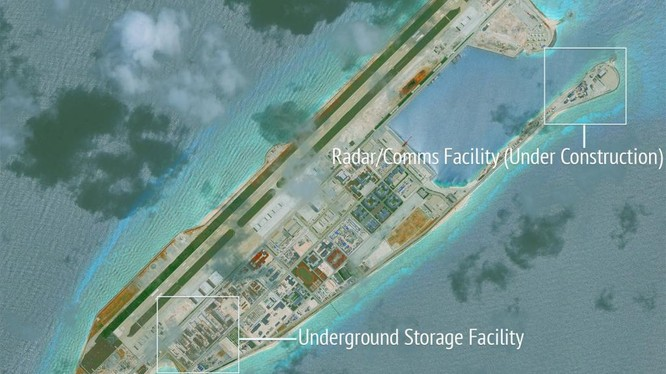 Đá Chữ Thập tại quần đảo Trường Sa đã bị Trung Quốc cải tạo thành đảo nhân tạo phi pháp với đường băng dài 3.000m, cầu cảng và các công trình quân sự kiên cố