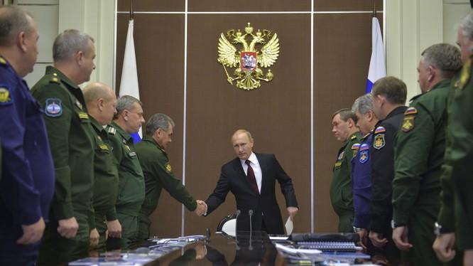 Ông Putin họp với các tướng lĩnh quân đội Nga
