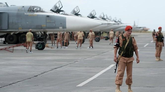 Dàn chiến đấu cơ Nga tại sân bay ở Syria