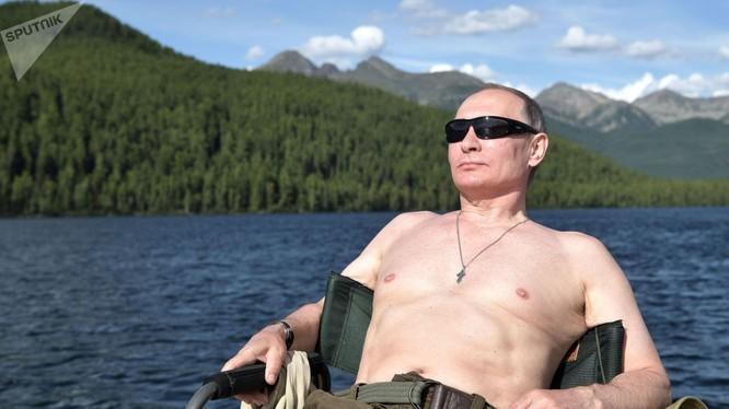 Tổng thống Putin trong một chuyến dã ngoại, nghỉ ngơi trong rừng Taiga