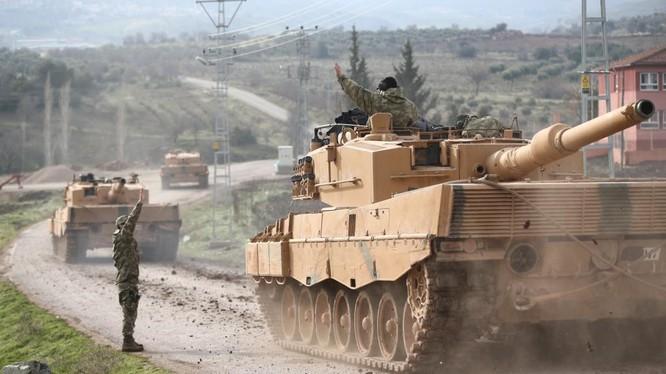 Xe tăng Thổ Nhĩ Kỳ rầm rập tiến đánh người Kurd trên lãnh thổ Syria