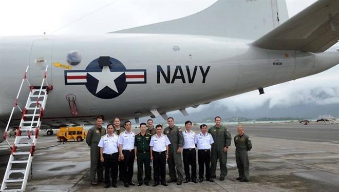Phái đoàn quân sự Việt Nam thăm không đoàn máy bay trinh sát P-3 Orion của Mỹ