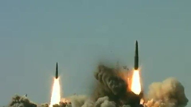 Tên lửa Iskander của Nga khai hỏa trong một cuộc tập trận