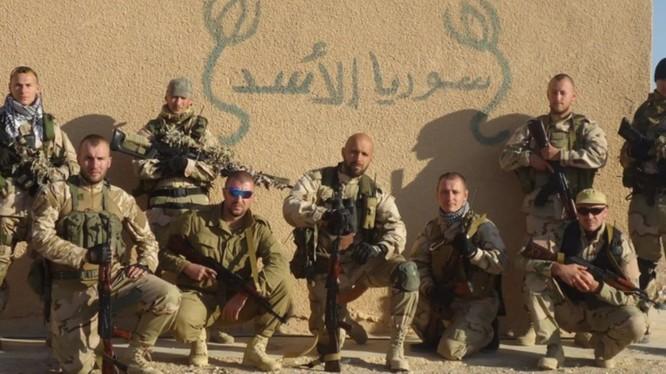 Một nhóm lính đánh thuê được cho là người Nga tại chiến trường Syria